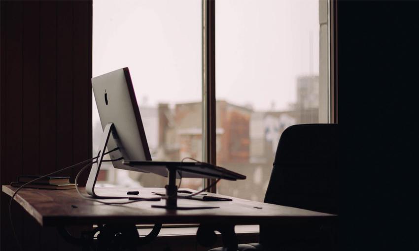 El absentismo laboral se trata de la ausencia voluntaria o el abandono del puesto del trabajo y de sus deberes, por lo que se incumplen las condiciones acordadas previamente y que se registran en el contrato laboral.