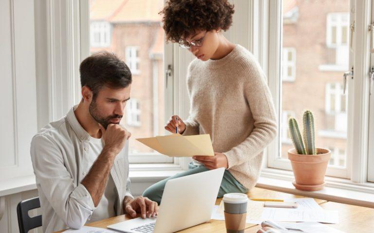 Combinar el trabajo en la oficina con el trabajo desde casa
