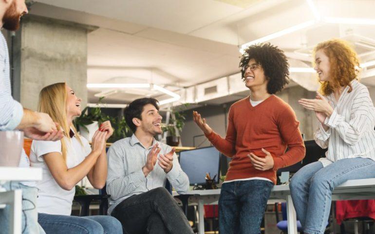 Cómo desarrollar un programa para reconocer a tus empleados
