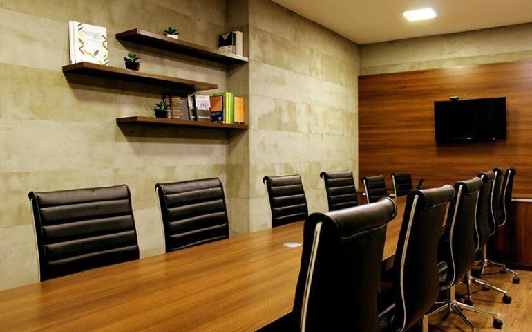 Consejos para escoger un programa para gestionar espacios de reunión en la oficina