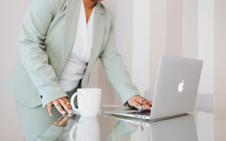Por qué es obligatorio registrar las horas extraordinarias de los empleados