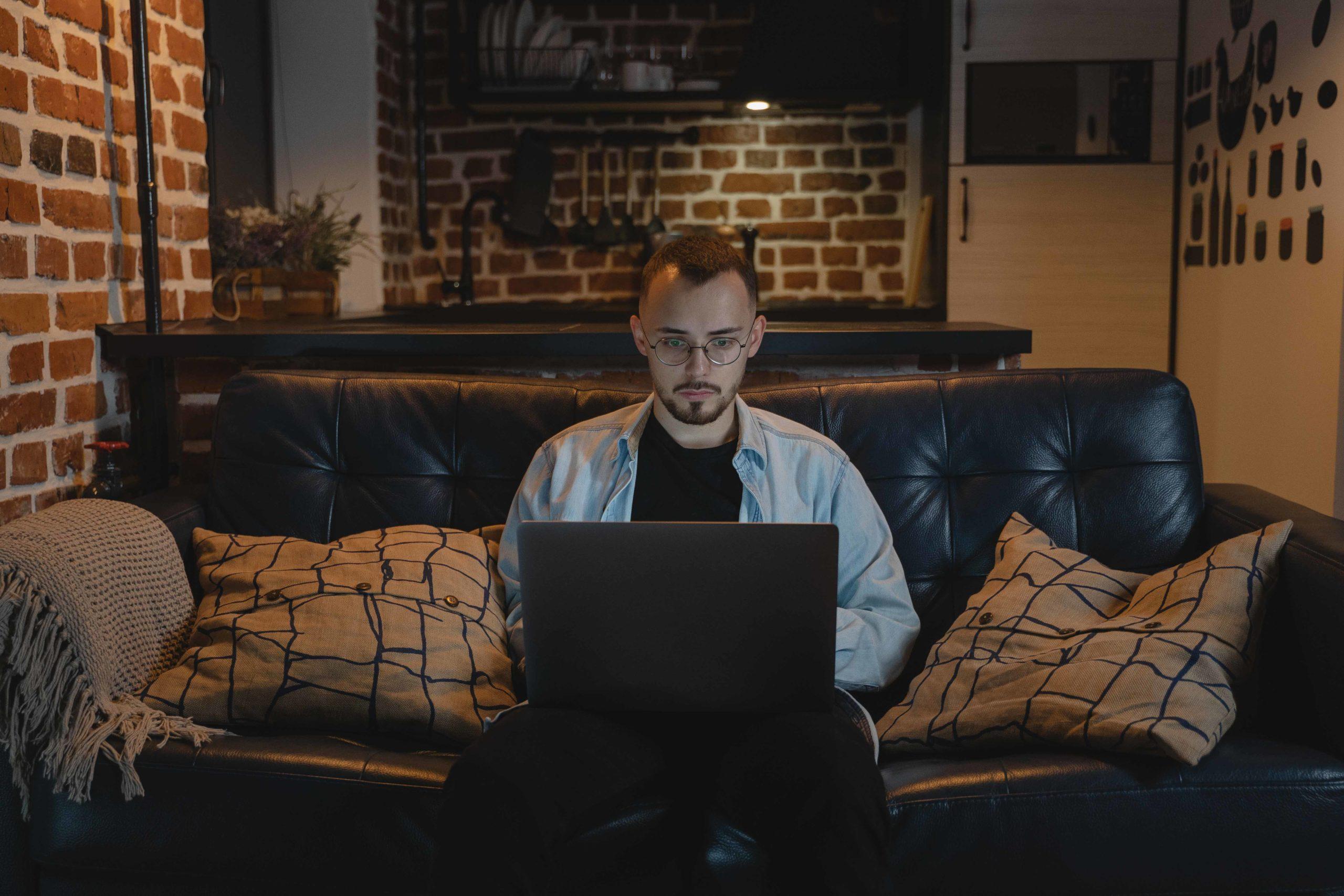 Si has dejado de trabajar en tu oficina para trabajar en la casa, debido a la pandemia, debes conocer el auxilio de conectividad.