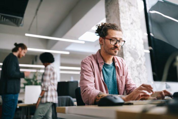 Cómo gestionar empleados de diferentes localizaciones