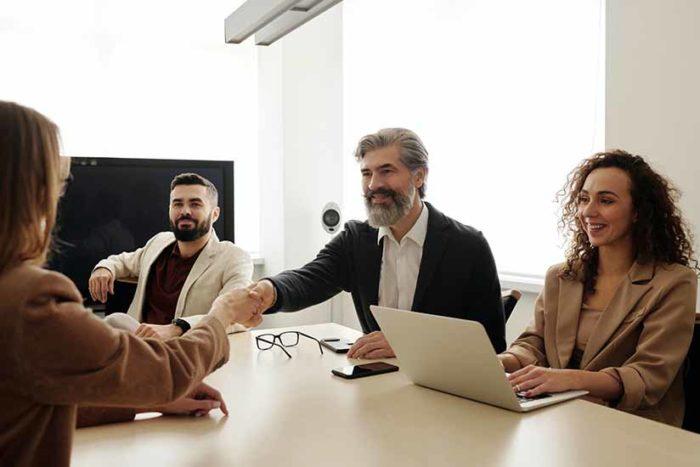 Si tienes intención de contratar un trabajador para tu empresa, debes conocer primero las normas legales para realizar la contratación