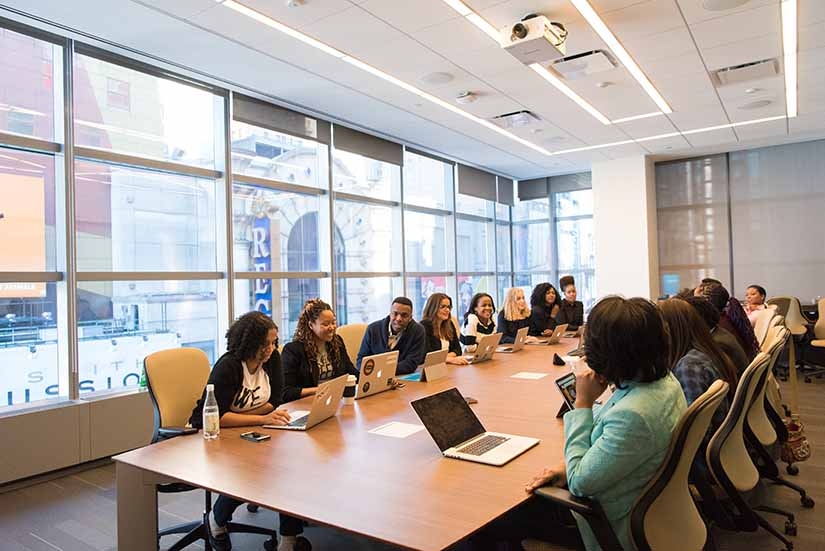 Una buena cultura organizacional en tu empresa es fundamental para lograr el éxito. Los espacios físicos son muy importantes también y la gestión de reservas de espacios en la misma empresa.
